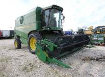 JOHN DEERE W440  Kombajn rolniczy do zbioru zbóż